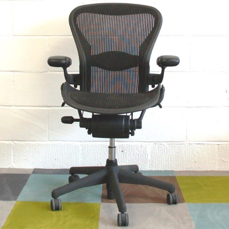 herman miller aeron task chair size b vgc 2052