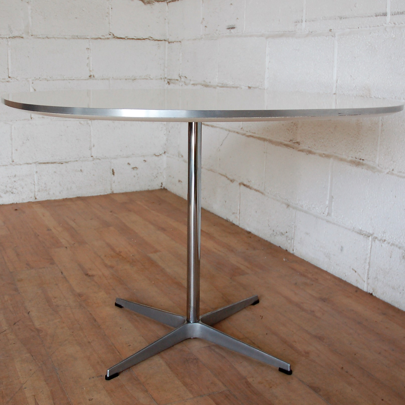 Fritz Hansen Super Circular Table 100cmdia A603 Arne Jacobsen 15031