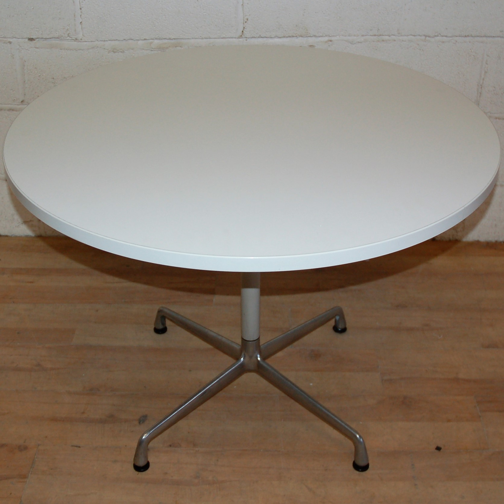 Herman miller eames circular table white 15034 - Eames table herman miller ...