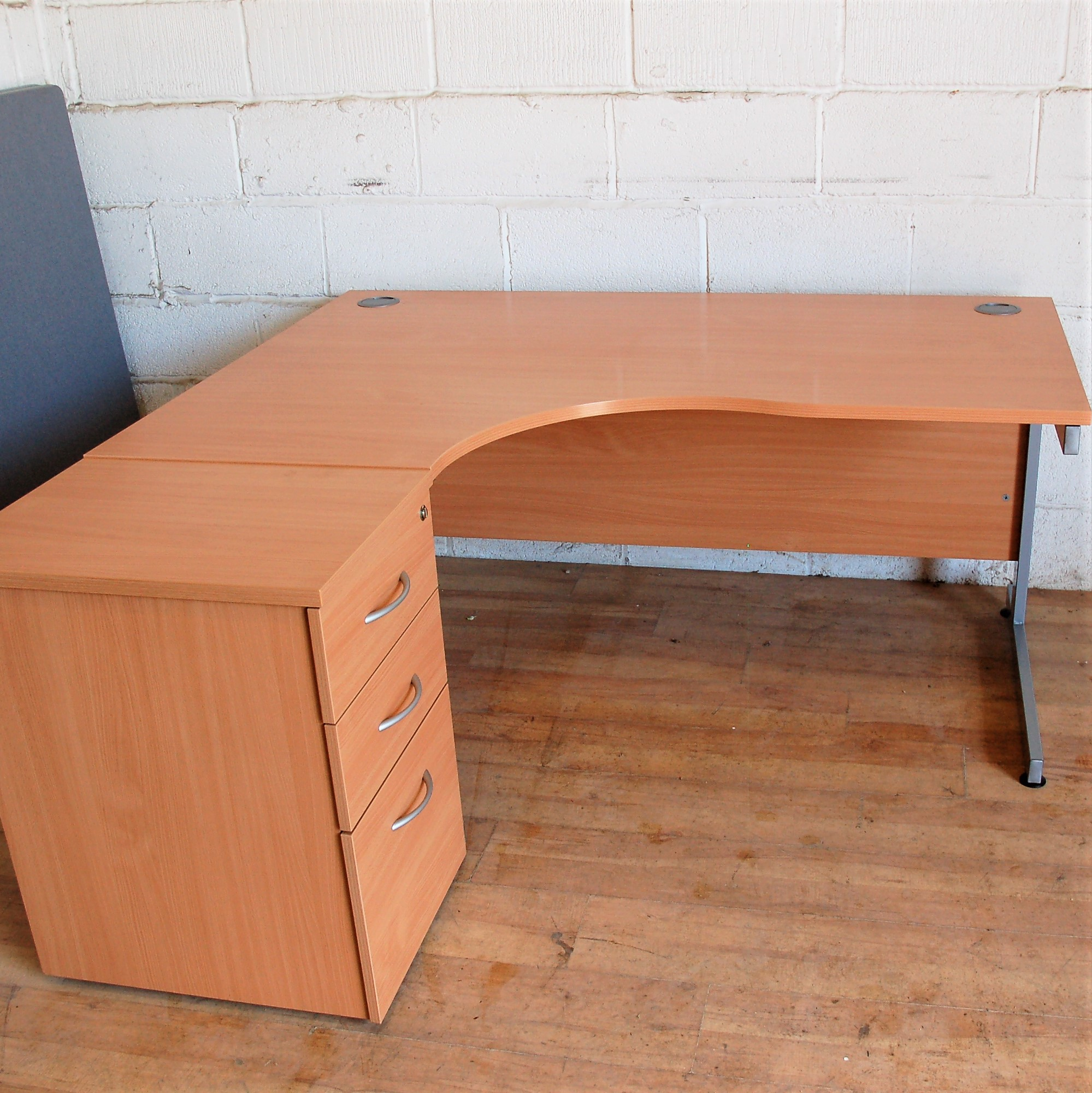 Beech Radial Desk 13019 Quality New Used Office Furniture