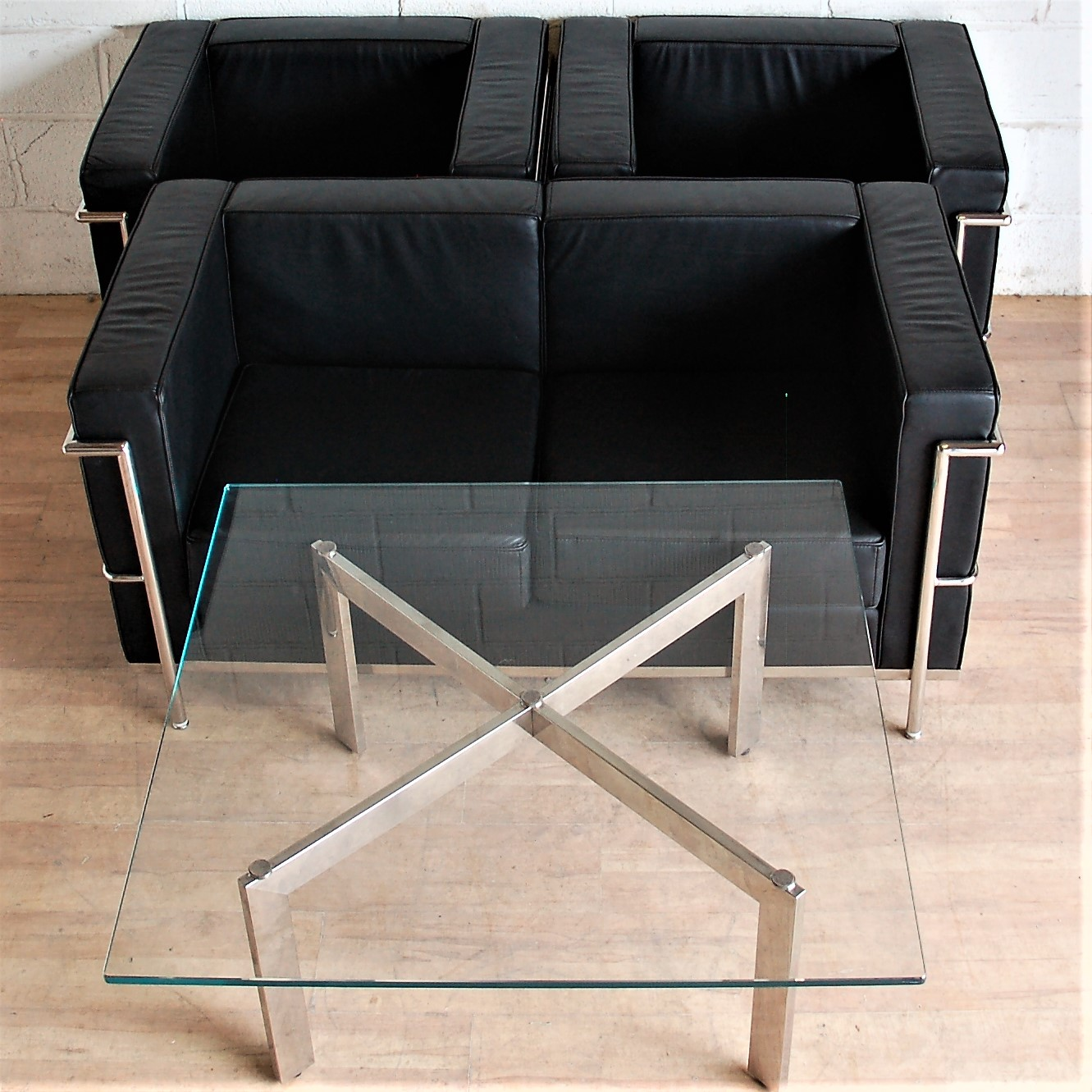 Le Corbusier LC2 style Sofa - 2 Armchairs - Coffee Table - Black Leather  3026