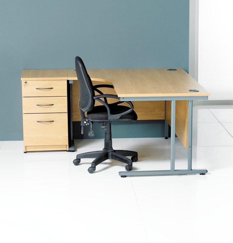 Georgio J Shape Desk 600 x 800